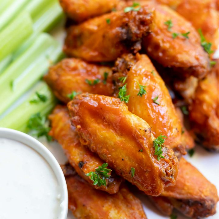 buffalo wings with celery and blue cheese dip