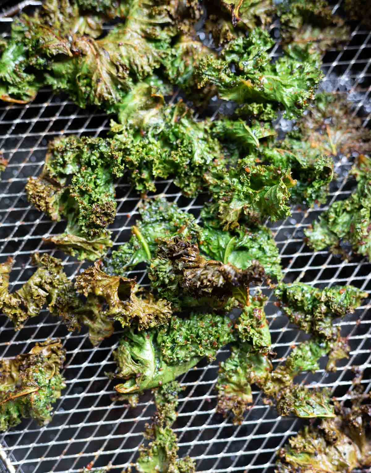 kale chips in air fryer basket