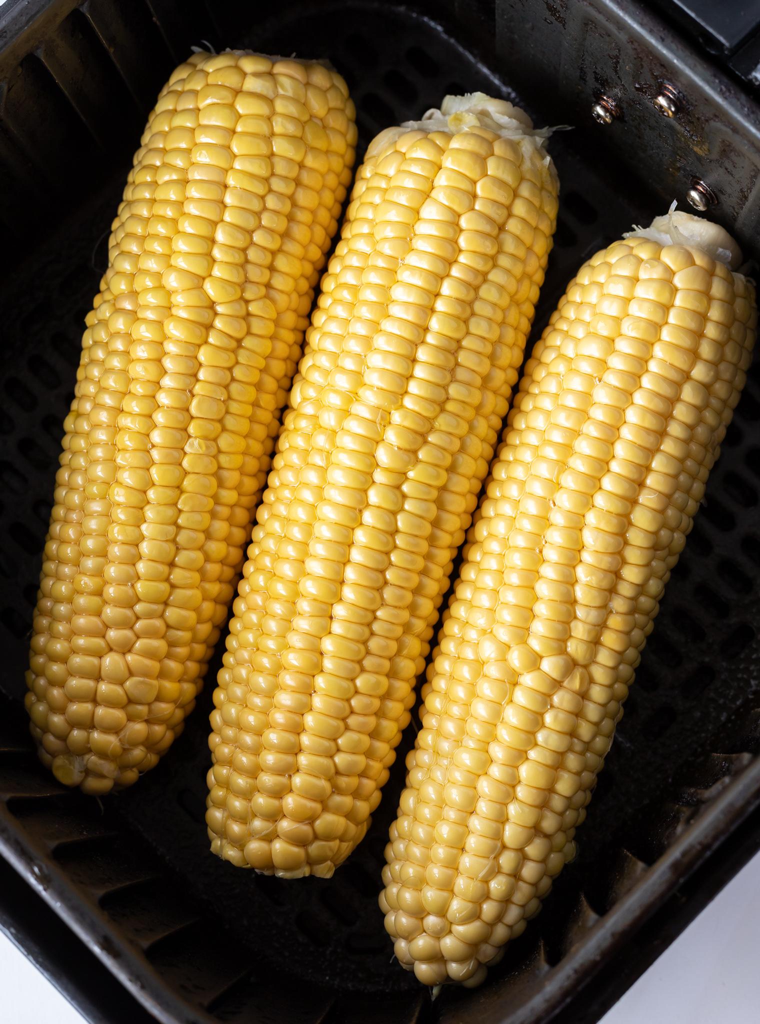 raw corn cobs in air fryer basket