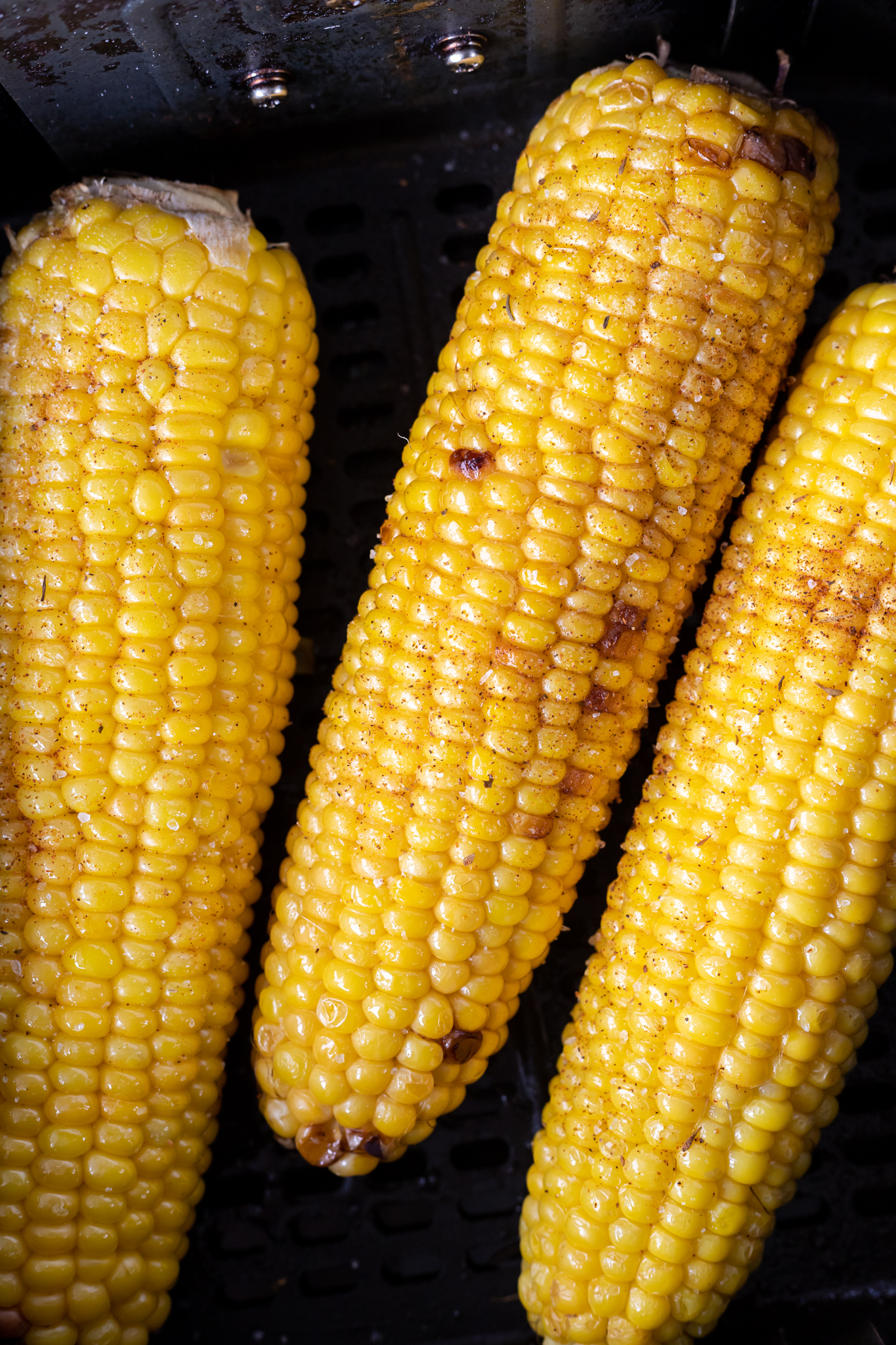 cooked corn in air fryer basket